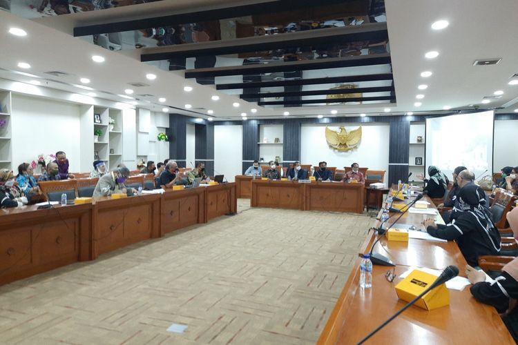 audiensi orangtua calon peserta didik baru (CPDB) dan Komnas Perlindungan Anak Indonesia (KPAI) bersama pimpinan dan anggota Komisi X DPR RI soal polemik jalur zonasi PPDB DKI