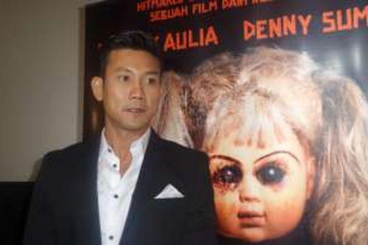 Denny Sumargo saat menghadiri screening film The Doll, di Djakarta Theater XXI, Jakarta Pusat, Jumat (21/10/2016).