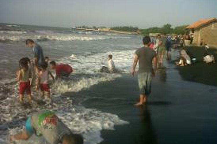 Suasana Pantai Sendang Sikucing Rowosari di Kabupaten Kendal, Jawa Tengah.