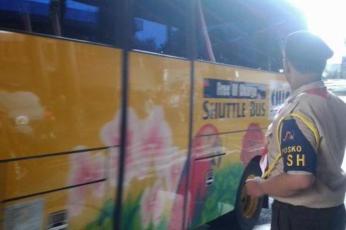 Pramuka Turun Tangan Atur Lalu Lintas Kendaraan di Bandara Soekarno-Hatta