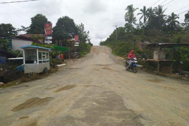 Salah satu akses jalan di Desa Semoi II, Kecamatan Sepaku, Kabupaten Penajam Paser Utara, Kaltim, Sabtu (26/10/2019).