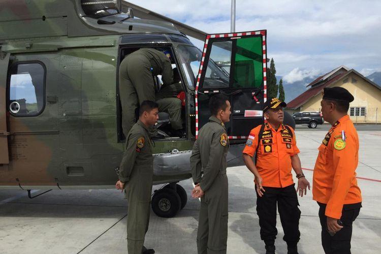 Hely Super Puma dari skuadron 5 Lanud Hasanuddin Makassar,  bantu proses pencarian 17 korban dan bangkai KM Lintas Timur, Jumat (7/6/2019)