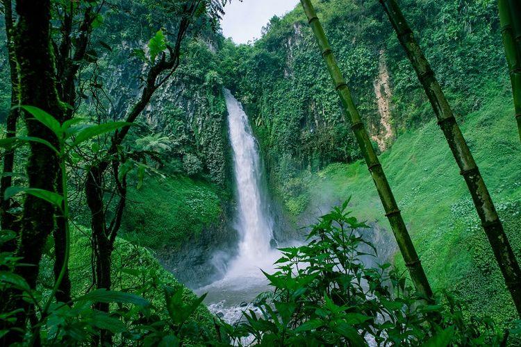 Tempat wisata di Kabupaten Banjarnegara - Curug Sikopel di Kabupaten Banjarnegara, Jawa Tengah.