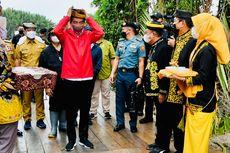 Saat Jokowi Disambut Prosesi Adat Tepung Tawar di Tana Tidung...