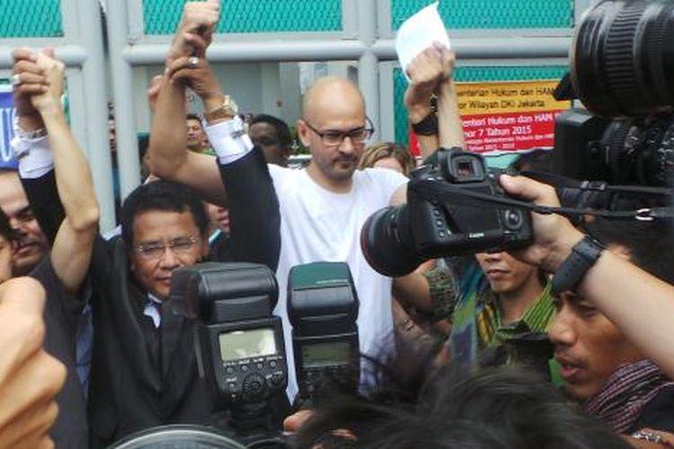 Guru Jakarta International School (JIS) Neil Bantleman usai dibebaskan dari Rutan Cipinang, Jakarta Timur, Jumat (14/8/2015).