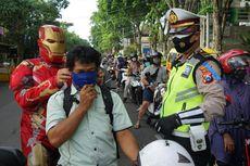 Saat Polisi Berpakaian Iron Man, Captain America, Hulk dan Superman Bagikan Masker