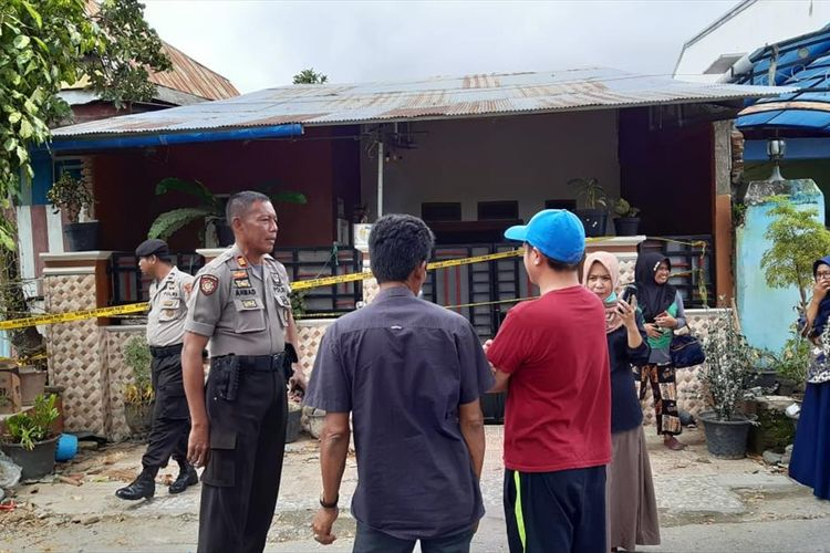 Kepolisian Resor Luwu melakukan penyelidikan dugaan adanya aborsi dalam kasus Cinta terlarang yang dilakukan AA (38) dan adiknya  BI (30) di Desa Lamunre Tengah, Kecamatan Belopa Utara, Kabupaten Luwu, Sulawesi Selatan, Kamis (1/8/2019).