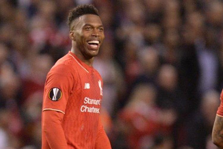 Penyerang Liverpool, Daniel Sturridge, bergembira usai membawa timnya menang 3-0 atas Villarreal, dalam laga semifinal kedua Liga Europa di Stadion Anfield, Kamis (5/5/2016) atau Jumat dini hari WIB.,