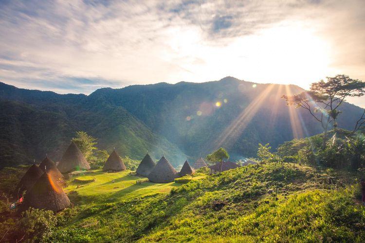 Desa Adat Wae Rebo di Manggarai, Nusa Tenggara Timur telah dibuka kembali untuk wisatawan dengan protokol kesehatan.