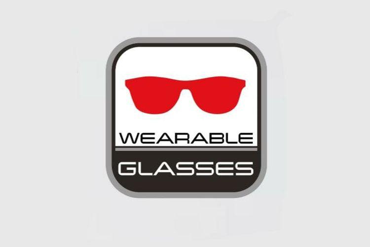 Label dengan gambar kacamata pada bagian dalam helm