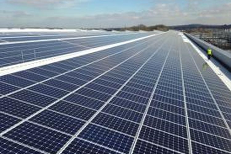 Lebih dari 21.000 panel photovoltaic berkapasitas 5.8 megawatt digunakan untuk membangun instalasi atap itu.
