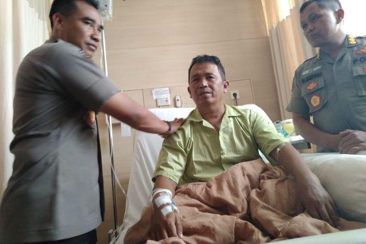 Kapolsek Menes Kompol Dariyanto saat menceritakan kronologi penusukan terhadap Wiranto di Alun - alun Menes. Dariyanto juga menjadi korban dan saat ini tengah dirawat di RS Sari Asih Kota Serang, Jumat (11/10/2019).