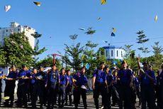 Damkar Makassar Mengenang Habibie lewat Seribu Pesawat Kertas