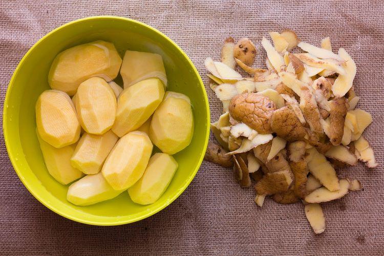 Ilustrasi kentang kupas