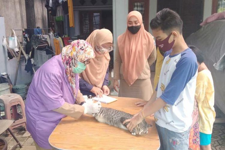 Vaksinasi rabies gratis di Jakarta Timur.