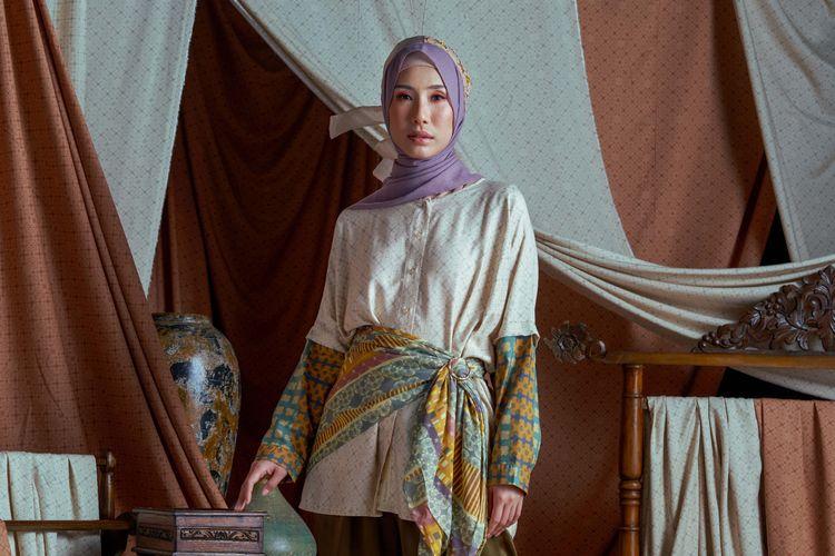 Koleksi Danastri dari RiaMiranda bisa jadi inspirasi mix and match busana muslim bermotif.