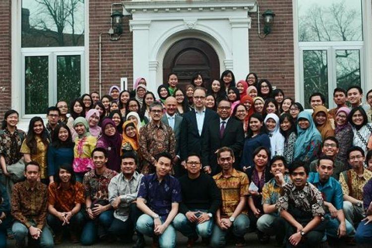 Para pelajar Indonesia penerima beasiswa Studeren in Nederland (StuNed) di Belanda menggagas forum diskusi In the Footstep of Hatta: How to Build Global Competitiveness. Diskusi digelar pada acara tahunan StuNed Day di KBRI Den Haag, Belanda, Sabtu (19/3/2016).