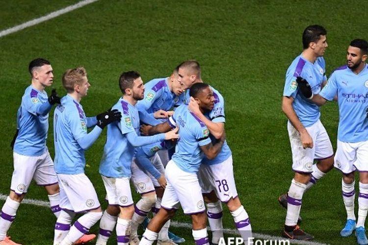 Para pemain Manchester City merayakan gol kedua yang dicetak Raheem Sterling pada pertandingan melawan Oxford United di Piala Liga Inggris atau Carabao Cup, 19 Desember 2019.