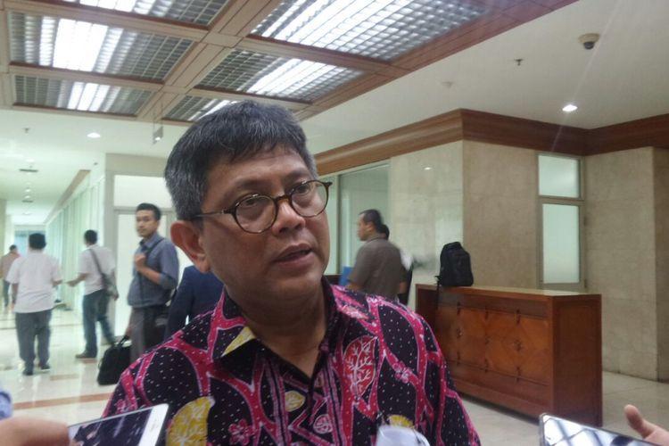 Anggota Komisi III DPR Taufiqulhadi di Kompleks Parlemen, Senayan, Jakarta, Kamis (5/10/2017).