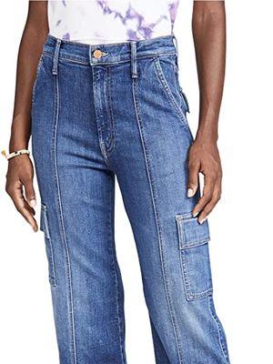 Loose jeans yang diprediksi jadi tren di 2021.