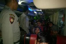 Cegah Massa ke Jakarta, Polisi dan TNI Lakukan Penyekatan Akses Masuk dan Keluar Karawang 24 Jam