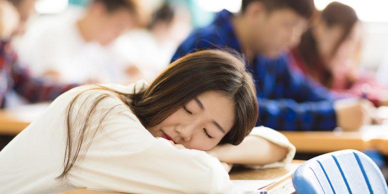 Ilustrasi siswa mengantuk di dalam kelas