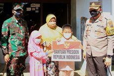 Jokowi Beri Tabungan Pendidikan ke Ghifari, Bocah yang Yatim Piatu karena Covid-19