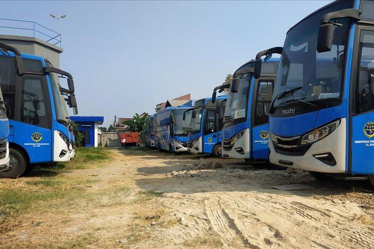 Bus-bus yang akan dioperasikan sebagai bus Transpatriot Bekasi mangkrak setelah dihibahkan Kementerian Perhubungan RI Desember 2018 lalu.
