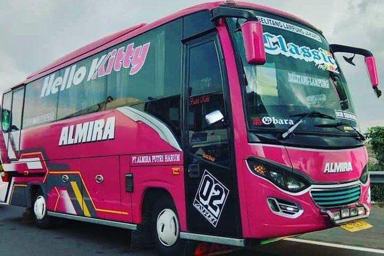 Armada bus milik PO Almira yang melayani perjalanan trayek Bekasi-Palembang