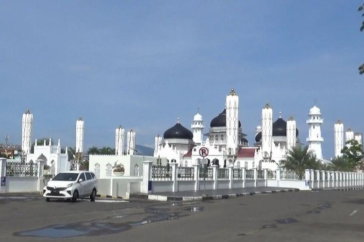 Pasca-diumukan dua warga kota Banda Aceh positif corona, Wali Kota Banda Aceh langsung memberlakukan lockdown partial di Banda Aceh. Pemerintah Kota Banda Aceh juga sudah menutup lokasi-lokasi wisata di Banda Aceh termasuk Masjid Raya Baiturrahman dari kunjungan wisatawan.