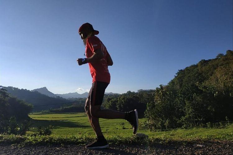 Kegiatan berlari Asrul Sani Kaddas saat mengikuti event lari maraton beberapa waktu lalu.