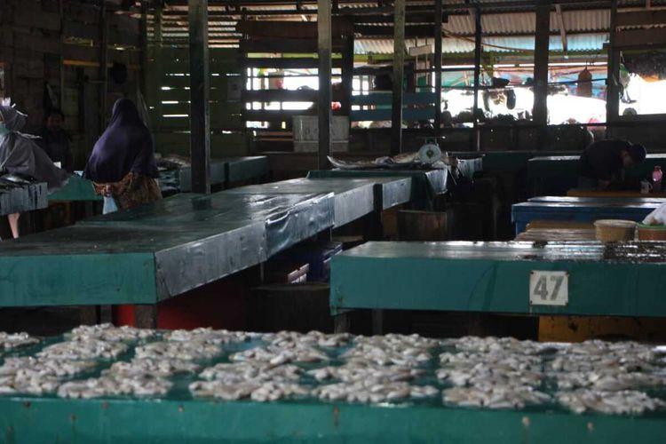 Harga ikan di pasar Ranai, kabupaten Natuna, Prov. Kepulauan Riau (Kepri) melonjak naik. Kenaikan harga jual ikan tersebut dikarenakan saat ini stok kosong, Senin (10/2/2020).