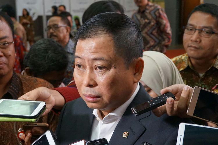 Menteri Energi dan Sumber Daya Mineral (ESDM) Ignasius Jonan di Main Hall Gedung Bursa Efek Indonesia (BEI), Jakarta, Selasa (8/11/2017).