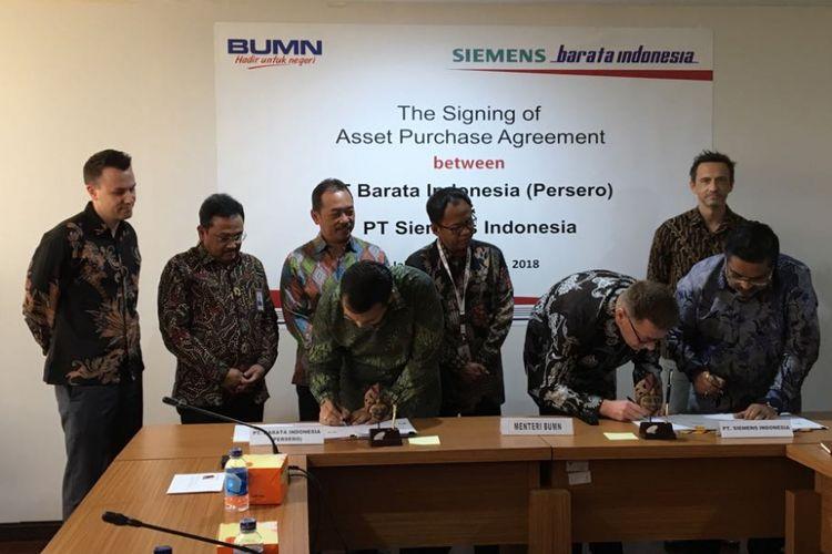 Suasana penandatanganan asset purchase agreement antara PT Barata Indonesia (Persero) dengan PT Siemens Indonesia dalam rangka akuisisi pabrik Siemens Power dan Gas Turbine Components oleh Barata di gedung Kementerian BUMN, Kamis (2/8/2018).