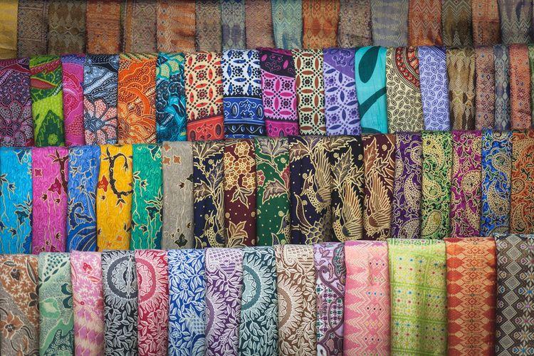 Deretan kain tradisional asal Bali.