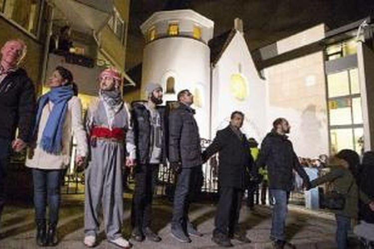 Komunitas Muslim dan komunitas Yahudi bersama-sama membentuk