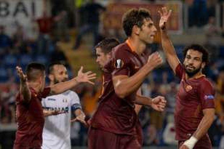 Bek Argentina, Federico Fazio, merayakan gol AS Roma ke gawang Astra Giurgiu dalam lanjutan Liga Europa di Stadion Olimpico, Kamis (29/9/2016).