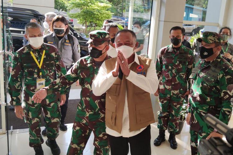 Kepala Badan Nasional Penanggulangan Bencana yang juga Ketua Satuan Tugas Covid-19 Letnan Jenderal (Letjen) TNI Ganip Warsito mengunjungi Rumah Sakit Darurat Covid-19 Wisma Atlet Kemayoran, Jakarta Pusat, Rabu (26/5/2021) sore.