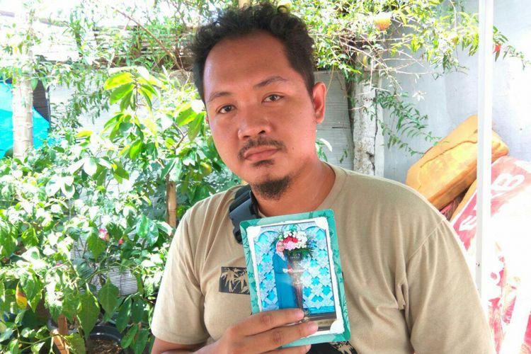Putra korban jatuhnya besi proyek Rusunawa Pasar Rumput, Muhammad Yoga (28), Selasa (20/3/2018).