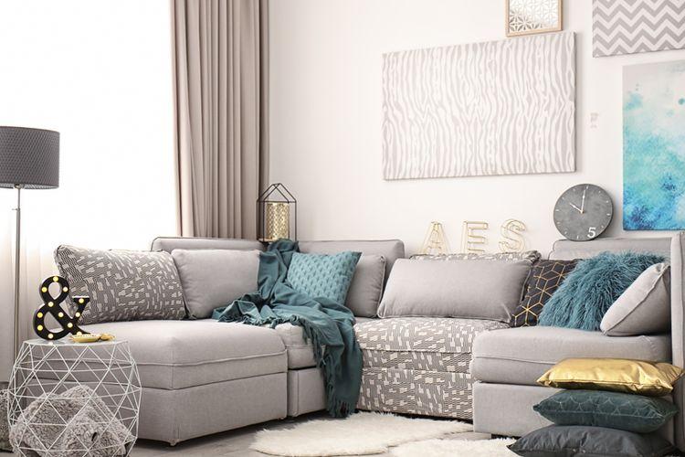 Ilustrasi gorden minimalis di ruang tamu.