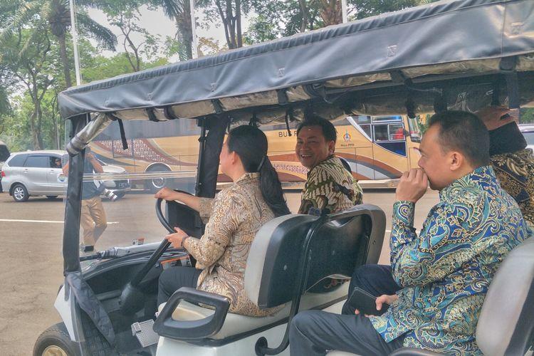 Ketua DPR Puan Maharani bersama tiga wakilnya meninjau beberapa tempat yang berada di dalam Kompleks Parlemen, Senayan, Jakarta, Selasa (8/10/2019).