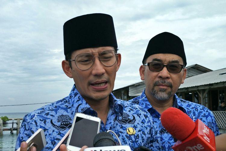 Wakil Gubernur DKI Jakarta Sandiaga Uno dan Bupati Kepulauan Seribu Irmansyah di Pulau Pramuka, Kepulauan Seribu, Jumat (22/12/2017).
