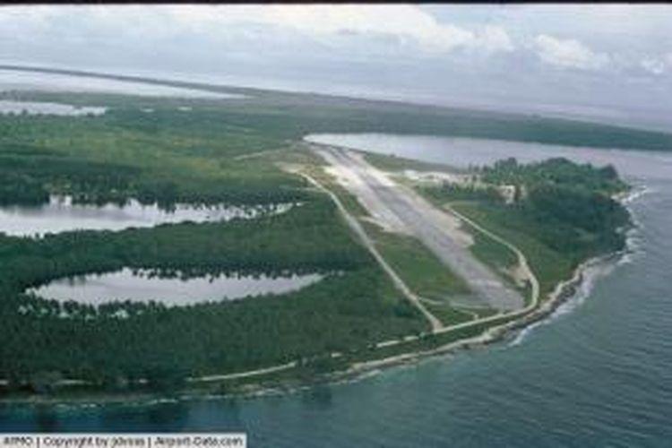 Salah satu sudut Pulau Manus, Papua Niugini dengan landasan pacunya. Pulau terpencil ini digunakan Australia sebagai penampungan sementara para pencari suaka yang datang ke Benua Kanguru.