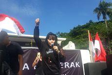 Desak Anies Mundur, Dewi Tanjung Singgung Lengsernya Soeharto
