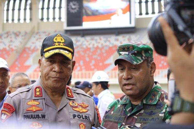 Pangdam XVII/Cenderawasih Mayjen Herman Asaribab (kanan) dan Kapolda Papua Irjen Paulus Waterpauw