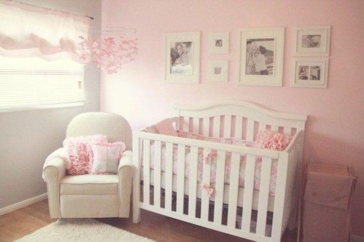 Desain kamar bayi perempuan.