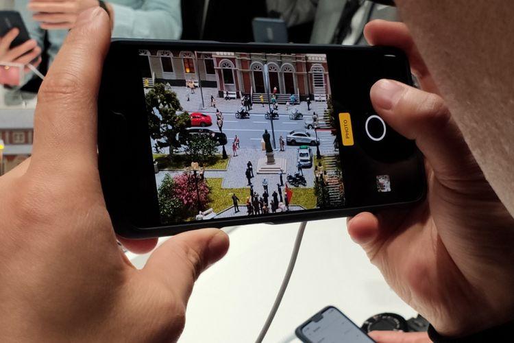 Kamera ponsel Oppo dengan zoom optik 10x.