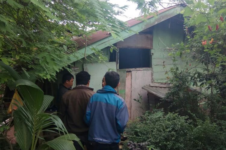 Suasana rumah Rahman Saleh di Kecamatan Kalidoni Palembang, usai digeledah Polisi