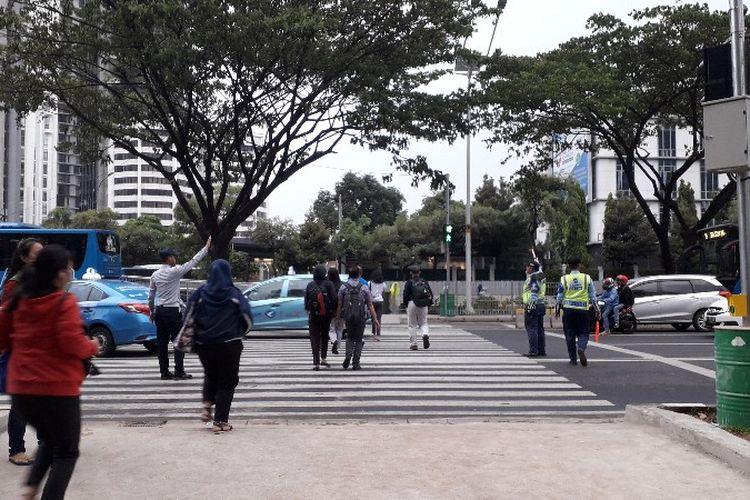 Pelican crossing Jalan Jenderal Sudirman yang menyambungkan kawasan Senayan dengan Halte Bundaran Senayan sudah bisa dilintasi seperti pada Rabu (21/11/2018) sore.