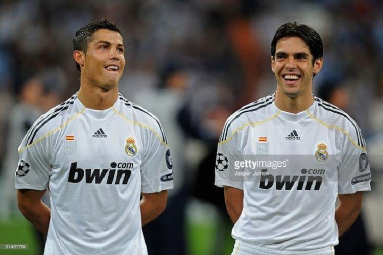 Cristiano Ronaldo dan Ricardo Kaka semasa masih bermain bersama di Real Madrid.
